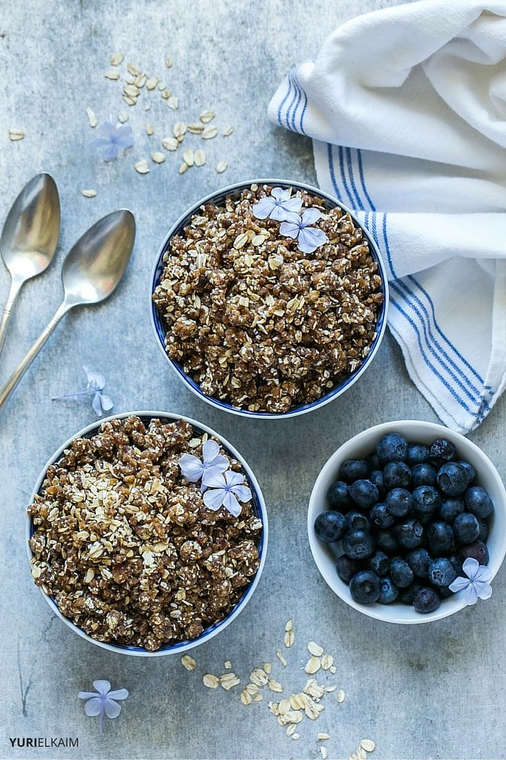 Raw granola with blueberries