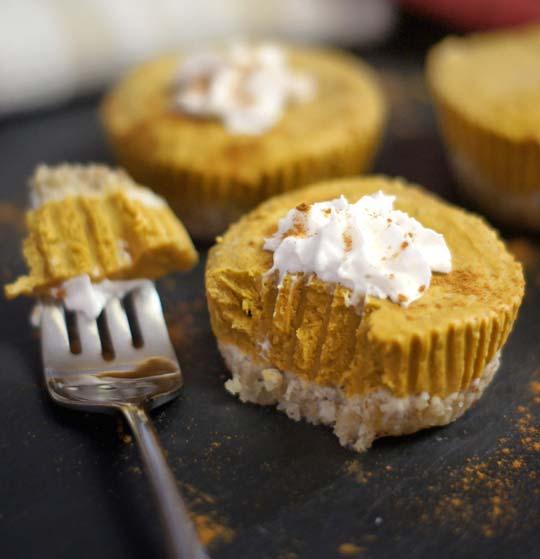 no-bake-pumpkin-tarts-via-detoxinista