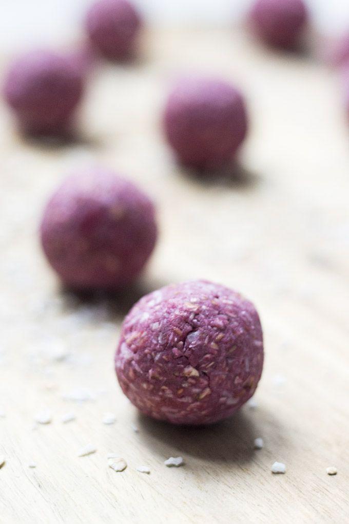 raspberry-coconut-breakfast-balls-via-feeding-finn