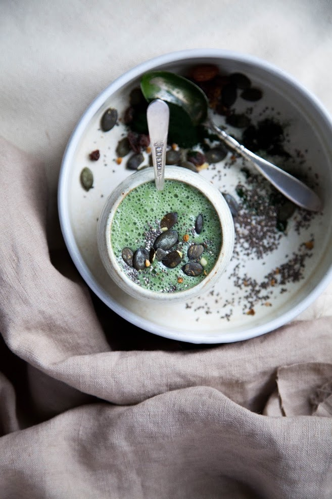 Fennel, Ginger, and Chlorella Smoothie via This Rawsome Vegan Life