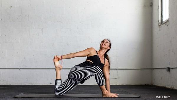 Yoga Hip Openers - Lizard Lunge Twist