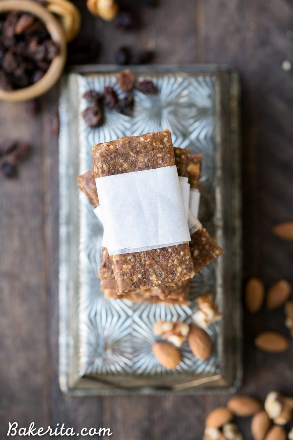 Homemade Apple Pie Larabars via Bakerita